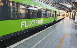 Flixtrain am Bahnhof